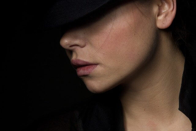 つるつるお肌の女性