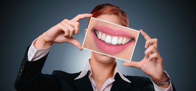 歯が白くて素敵な笑顔