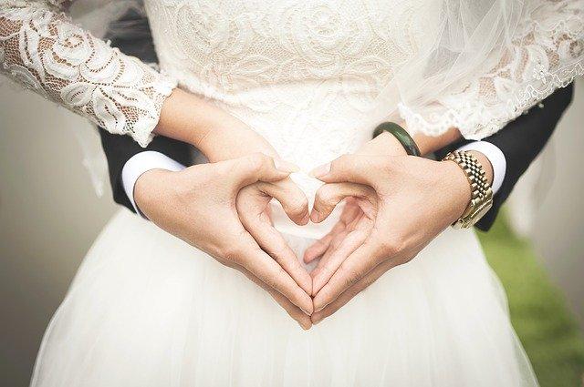 白い肌が素敵な結婚式女性