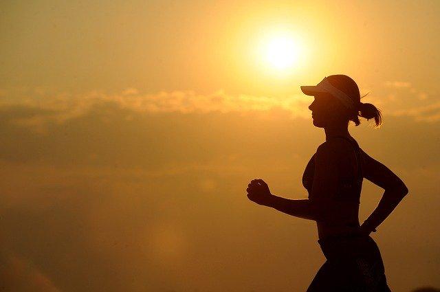 運動をして体づくりをしている人